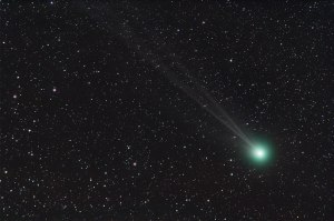 Comet C/2014 Q2 (Lovejoy) Nikon D90 and Nikkor 300mm ISO 800, 9x3min.